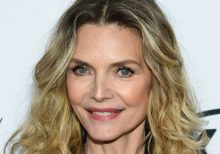 Michelle Pfeiffer stuns fans with makeup-free photo ahead of Thanksgiving: 'Beautiful'
