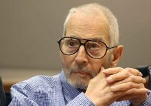 Robert Durst wrote note about location of friend's body in 2000, defense admits
