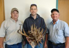 Kansas bowhunter harvests buck with incredibly unusual antlers: 'In complete shock'