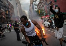 Calls for de Blasio to resign trend on Twitter after defense of NYPD