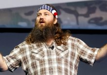 'Duck Dynasty' star Willie Robertson shocks family, fans with new look: 'Surprise!'